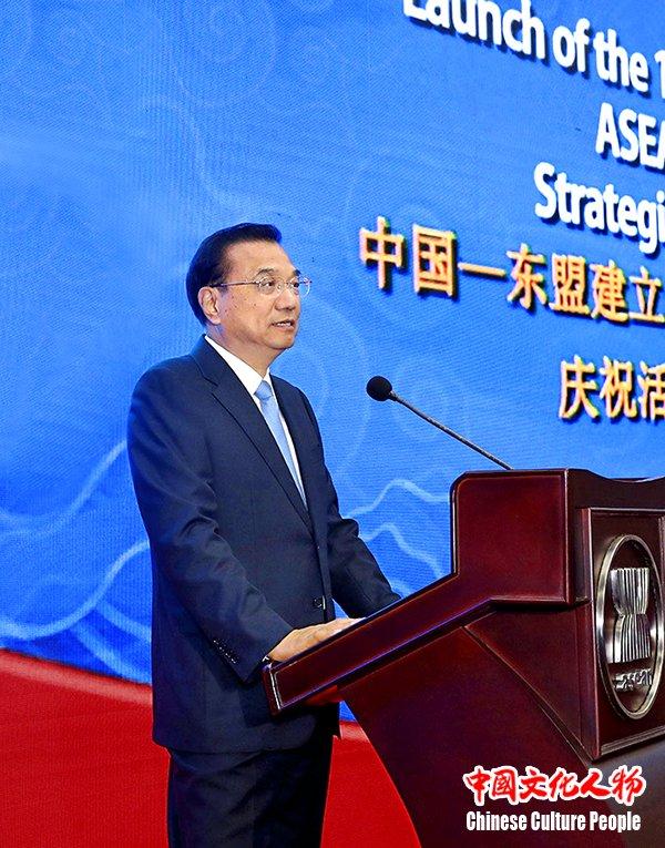 国务院总理李克强在雅加达东盟秘书处同东盟秘书长林玉辉,东盟轮值图片